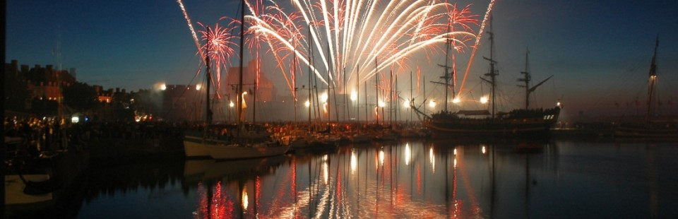 Feu d'artifice sur le port de Saint-Malo - Serge Ducout Photographie